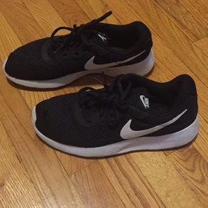 Woman's Nike Tanjun running sneakers